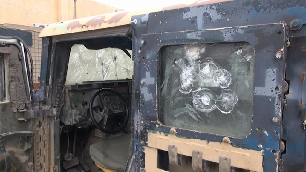 Auto poničené boji na frontové linii v severním Iráku