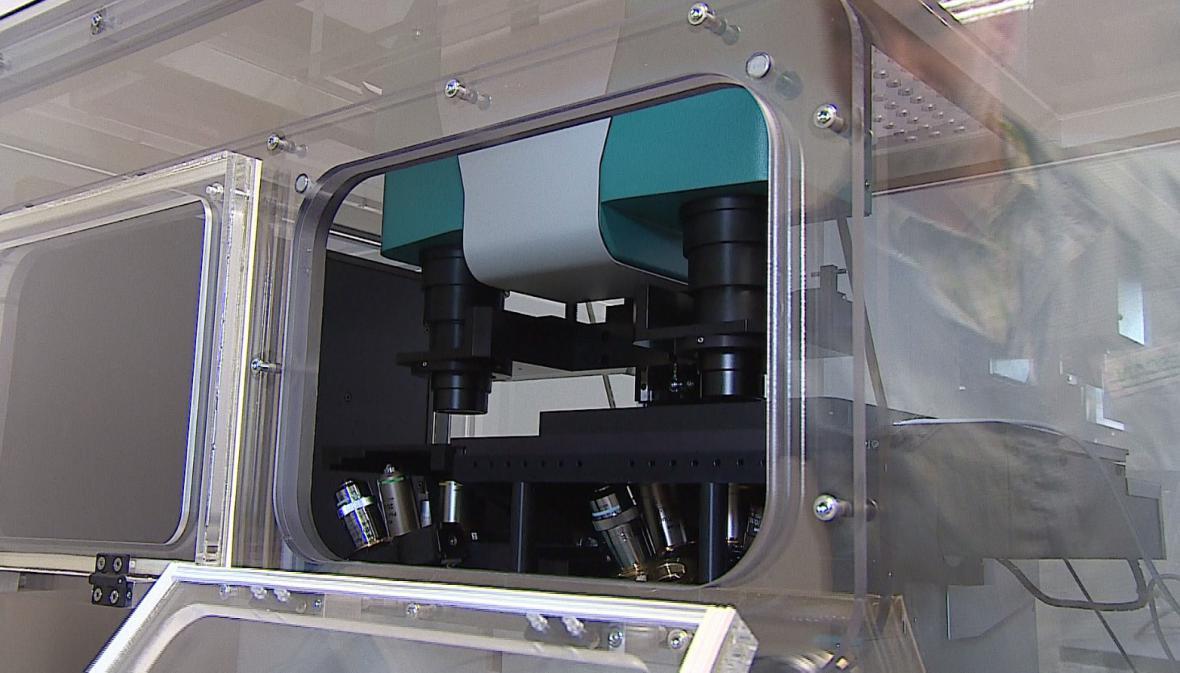 Vědci zkoumají nádorové buňky pomocí holografického mikroskopu