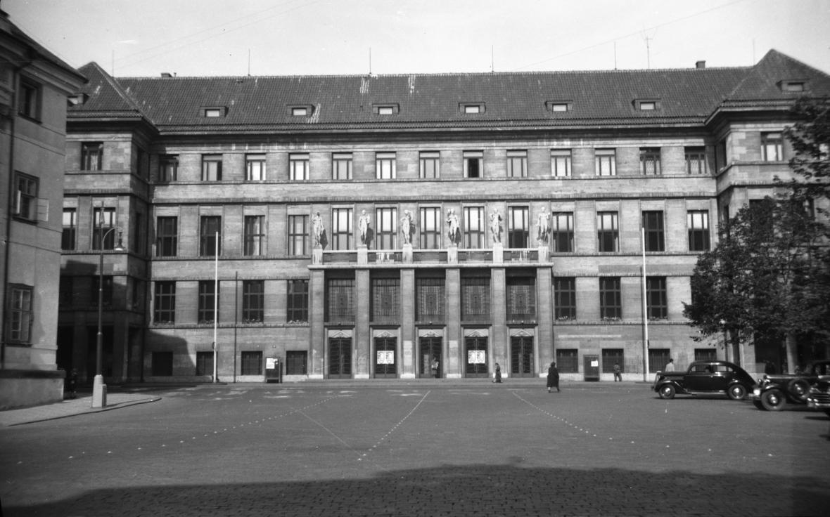 Městská knihovna na snímku z roku 1948