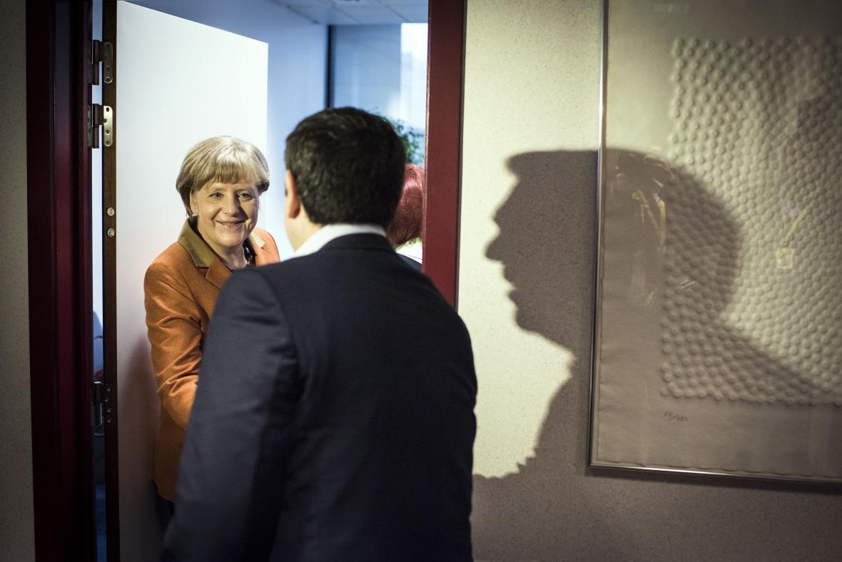 Angela Merkelová se vítá s řeckém premiérem Alexisem Tsiprasem