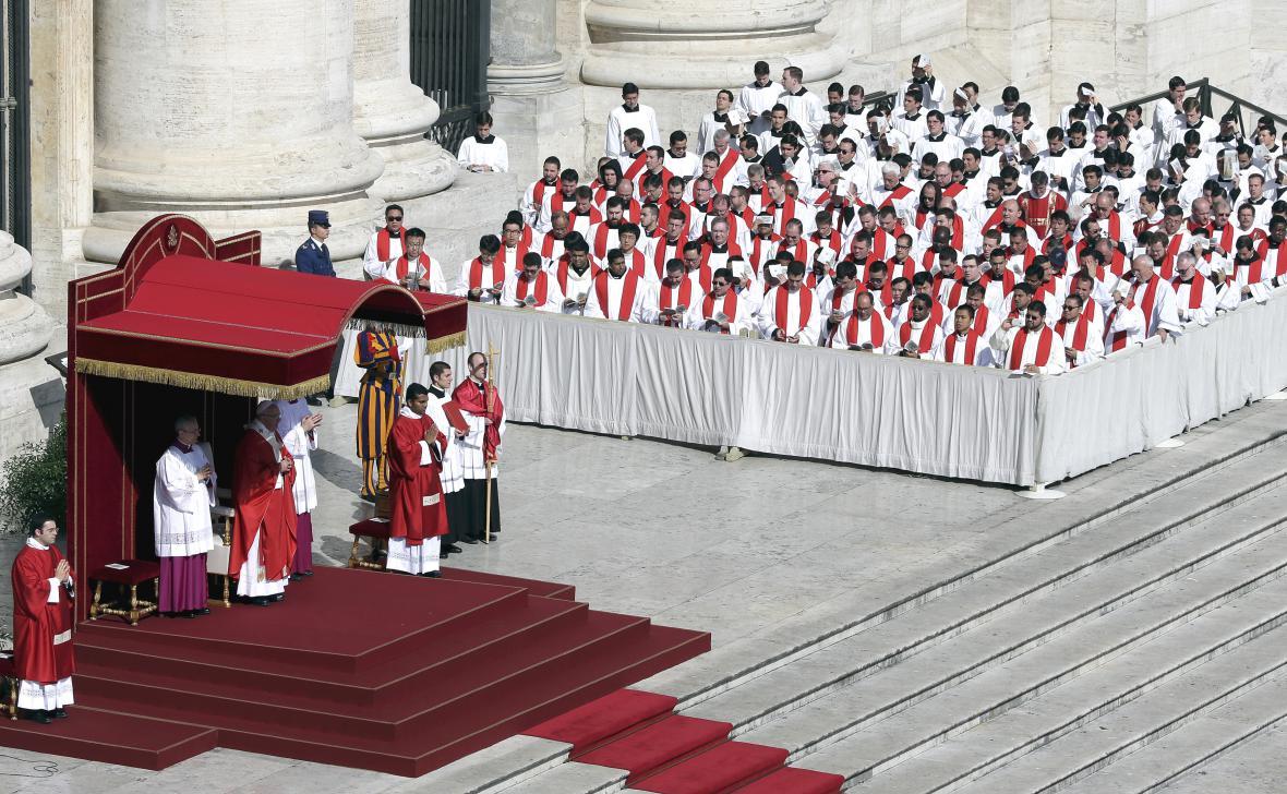 Papež František slouží mši na Květnou neděli
