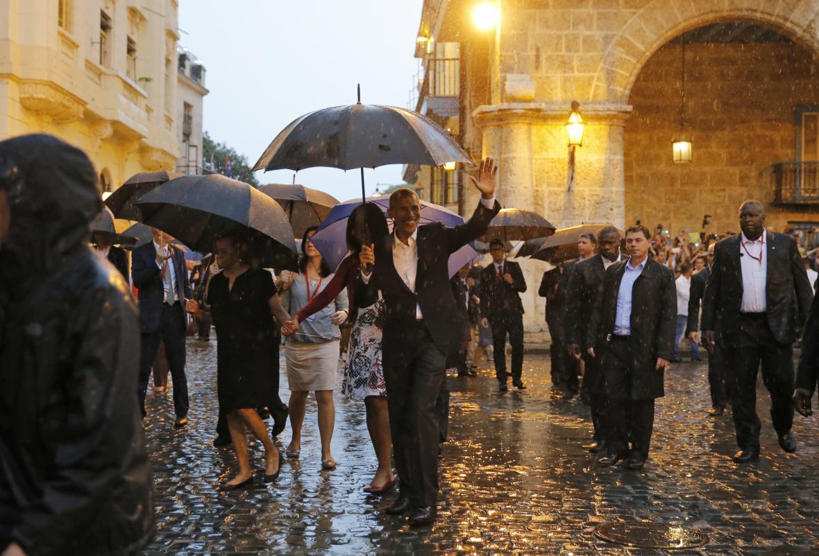 Obama s rodinou při prohlídce staré části Havany
