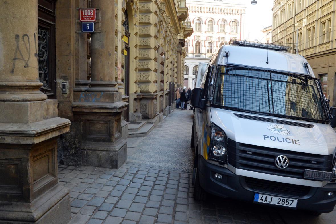 Protikorupční policie zasahovala v sídle SŽDC