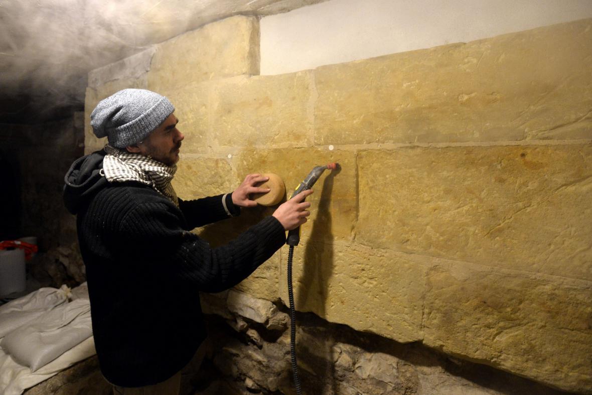 Restaurátoři opravují královskou hrobku