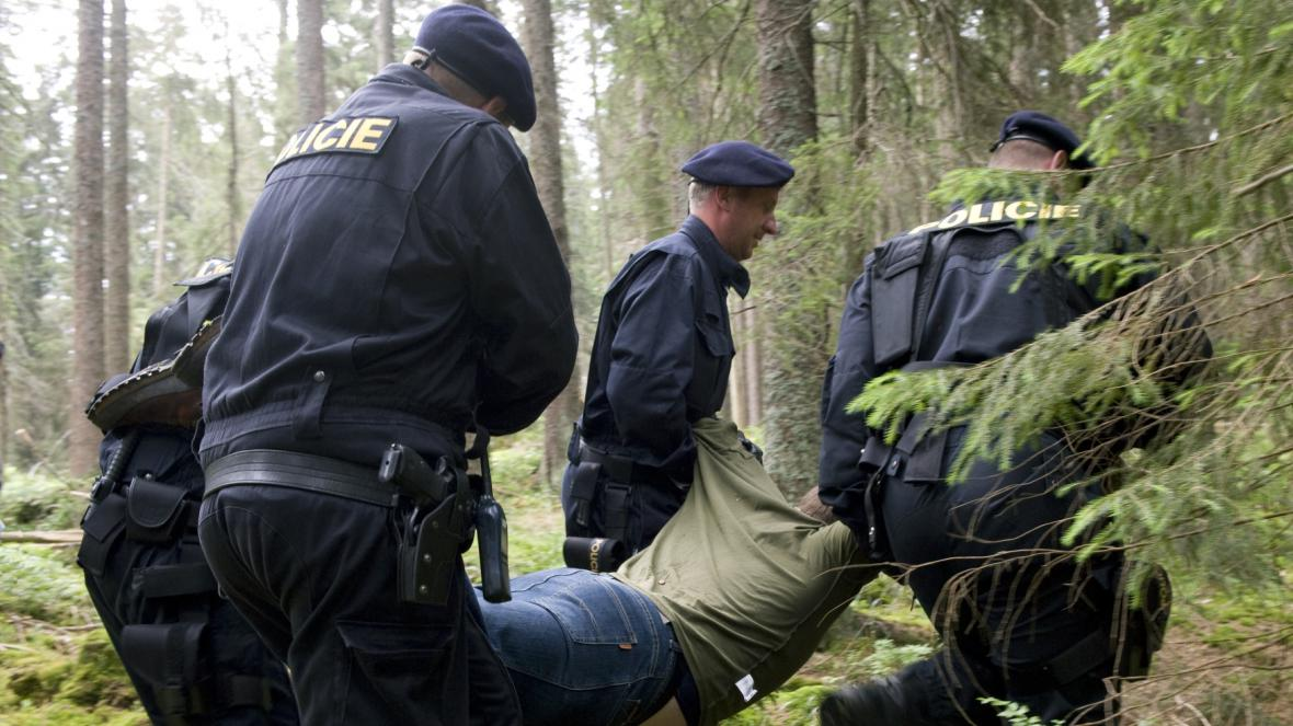 Zásah proti aktivistům na Šumavě v roce 2011