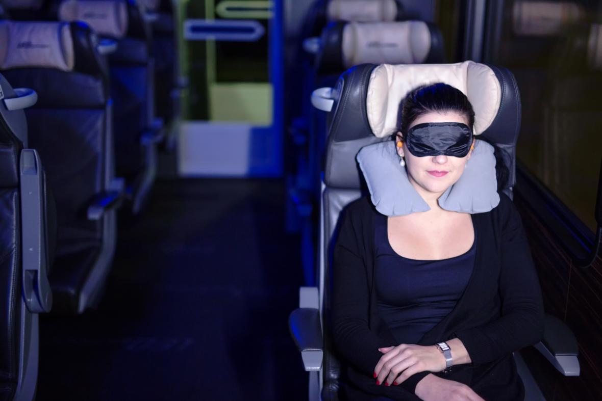 Cestující v nočním vlaku