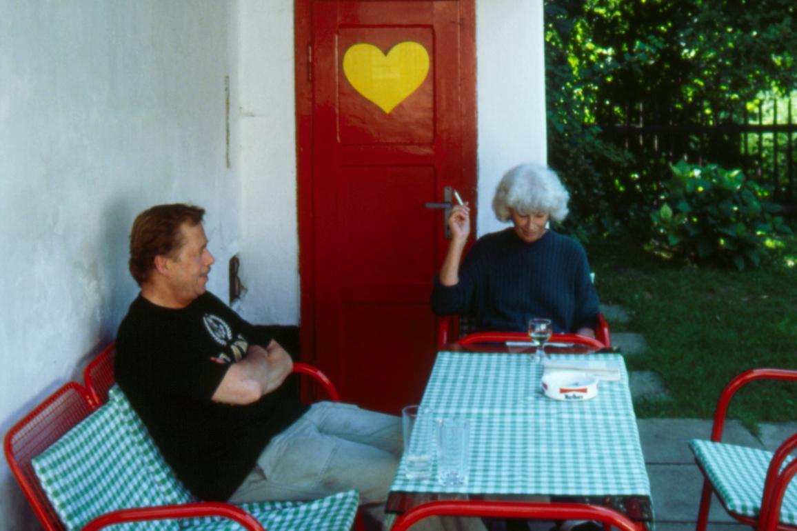 Václav Havel s manželkou Olgou na Hrádečku