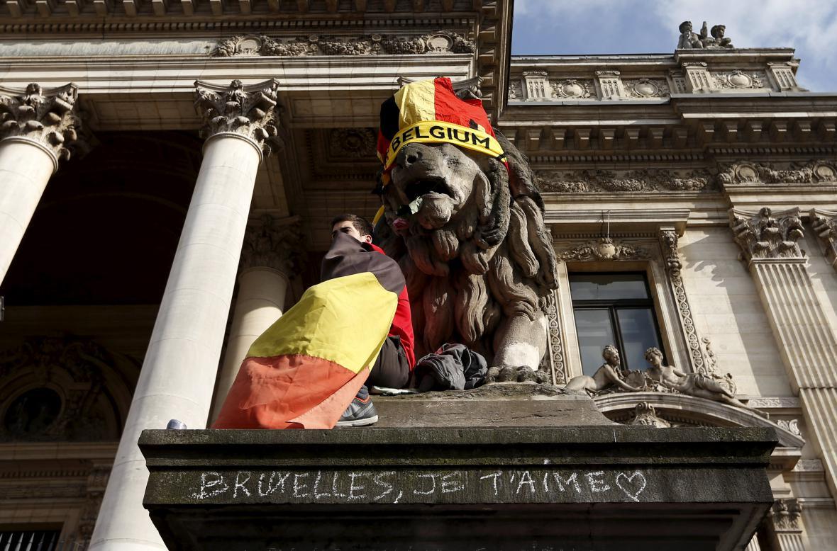 Bruselské náměstí Place de la Bourse se stalo centrem piety