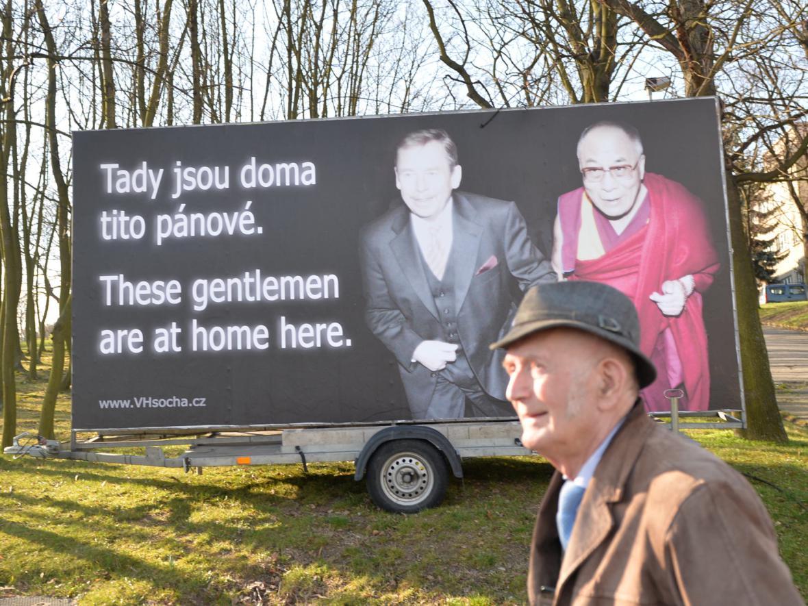 Billboard aktivistů protestujících proti návštěvě čínského prezidenta