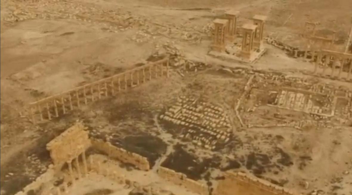 Poničená Palmýra ze vzduchu