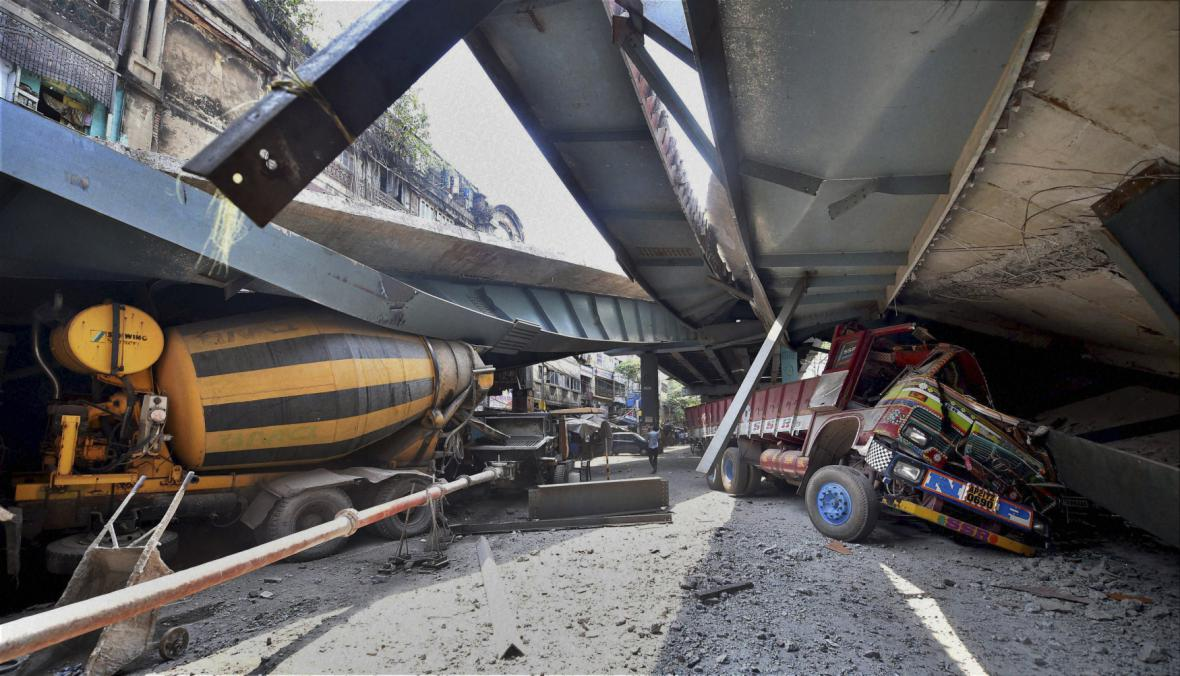 Pád mostu v Kalkatě
