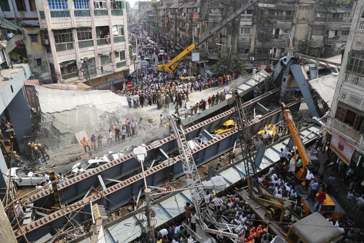 Zřícený nadjezd v Kalkatě