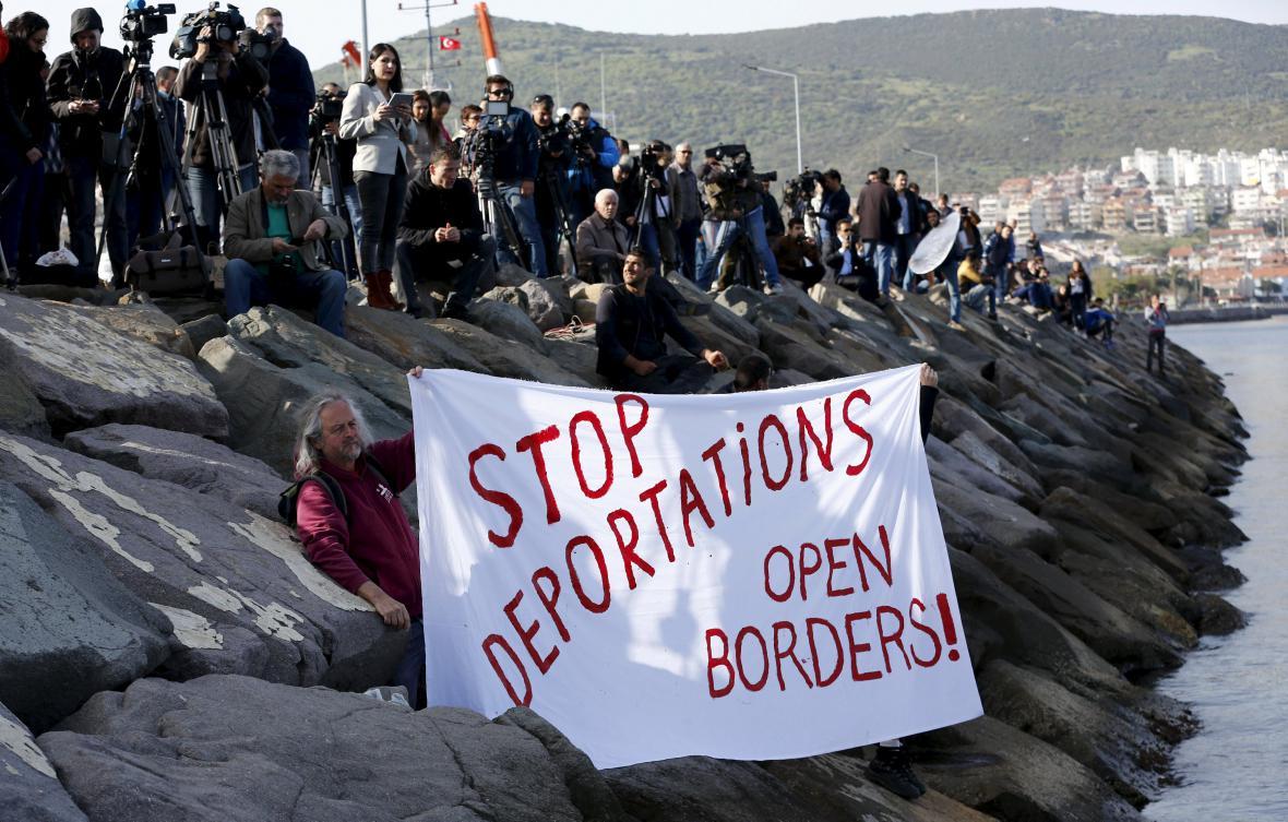 Protest proti vracení uprchlíků do Turecka