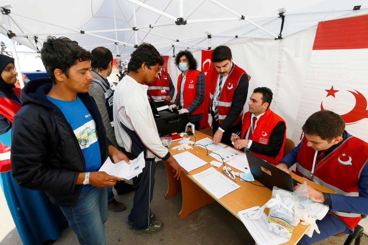 Uprchlíci dorazili z Řecka do Turecka