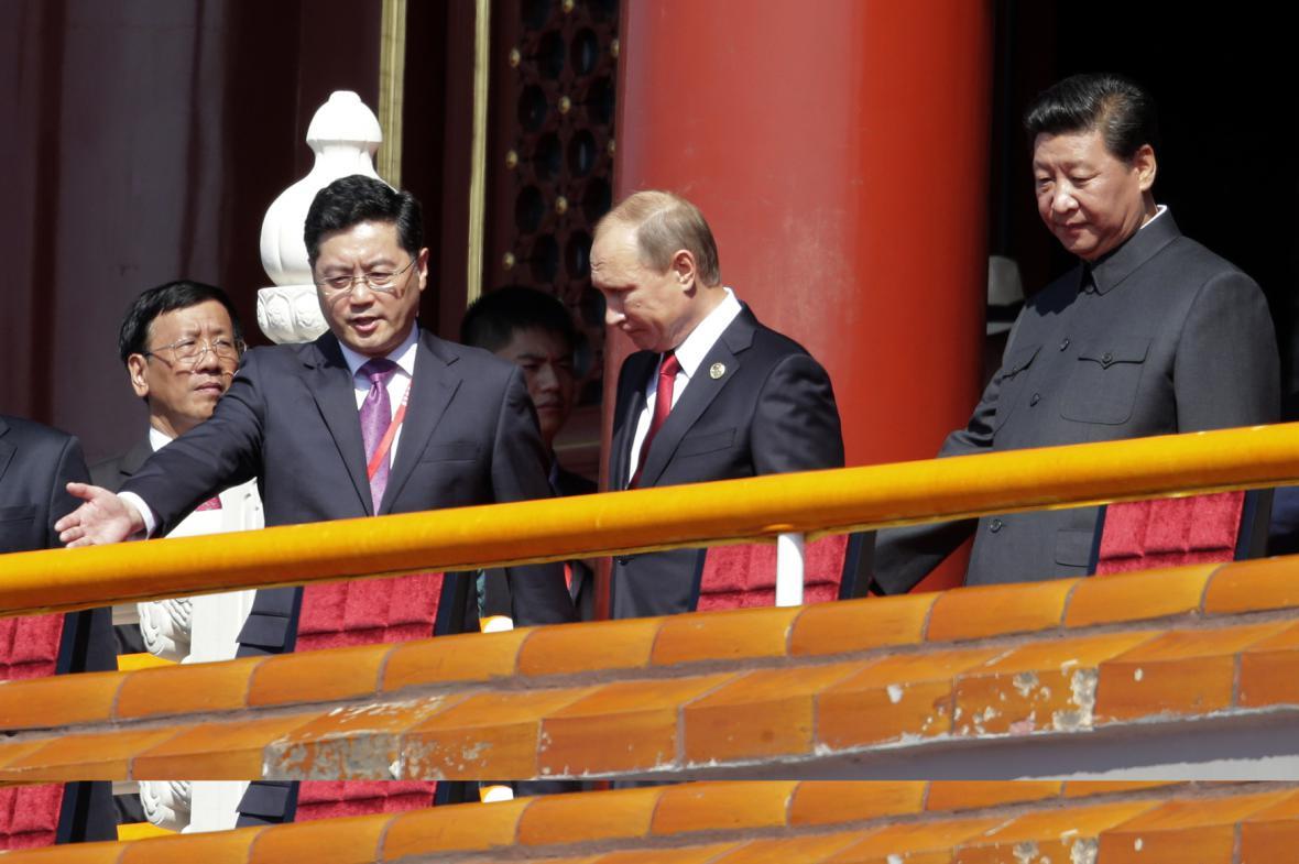 Šéf Kremlu Vladimir Putin a čínský prezident Si Ťin-pching (vpravo)
