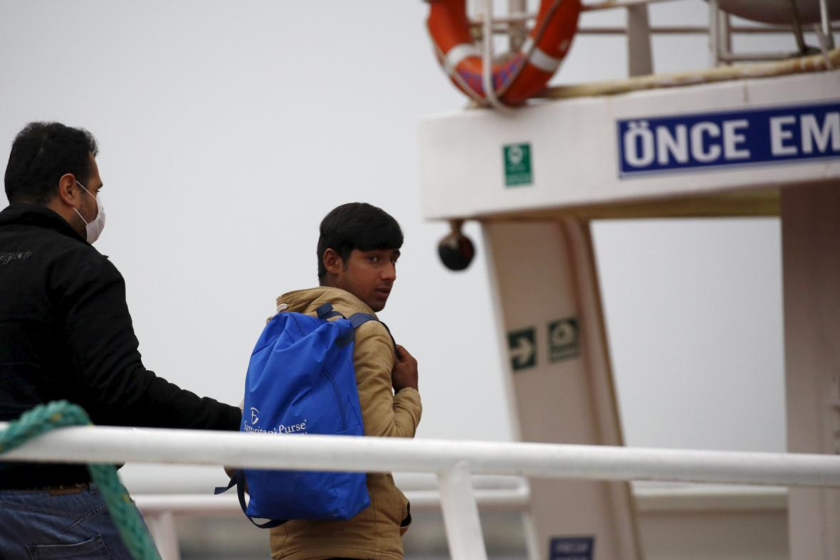 Deportace běženců z Lesbu