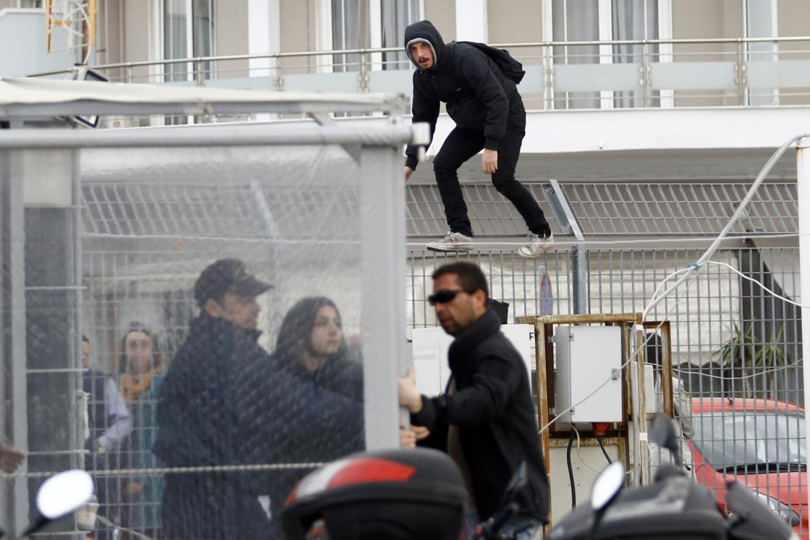 Deportaci běženců z Lesbu doprovází protesty