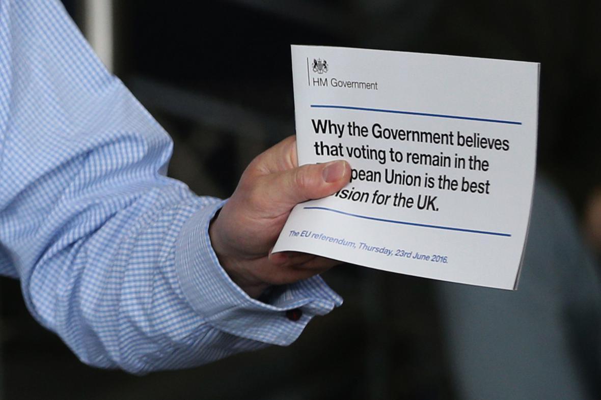 Letáky britské vlády s důvody, proč zůstat v EU