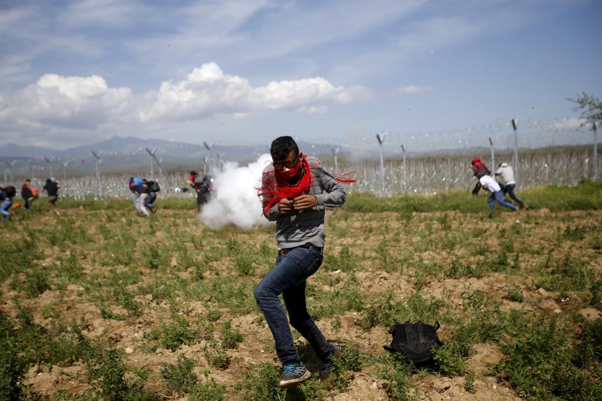 Makedonská policie rozehnala uprchlíky slzným plynem