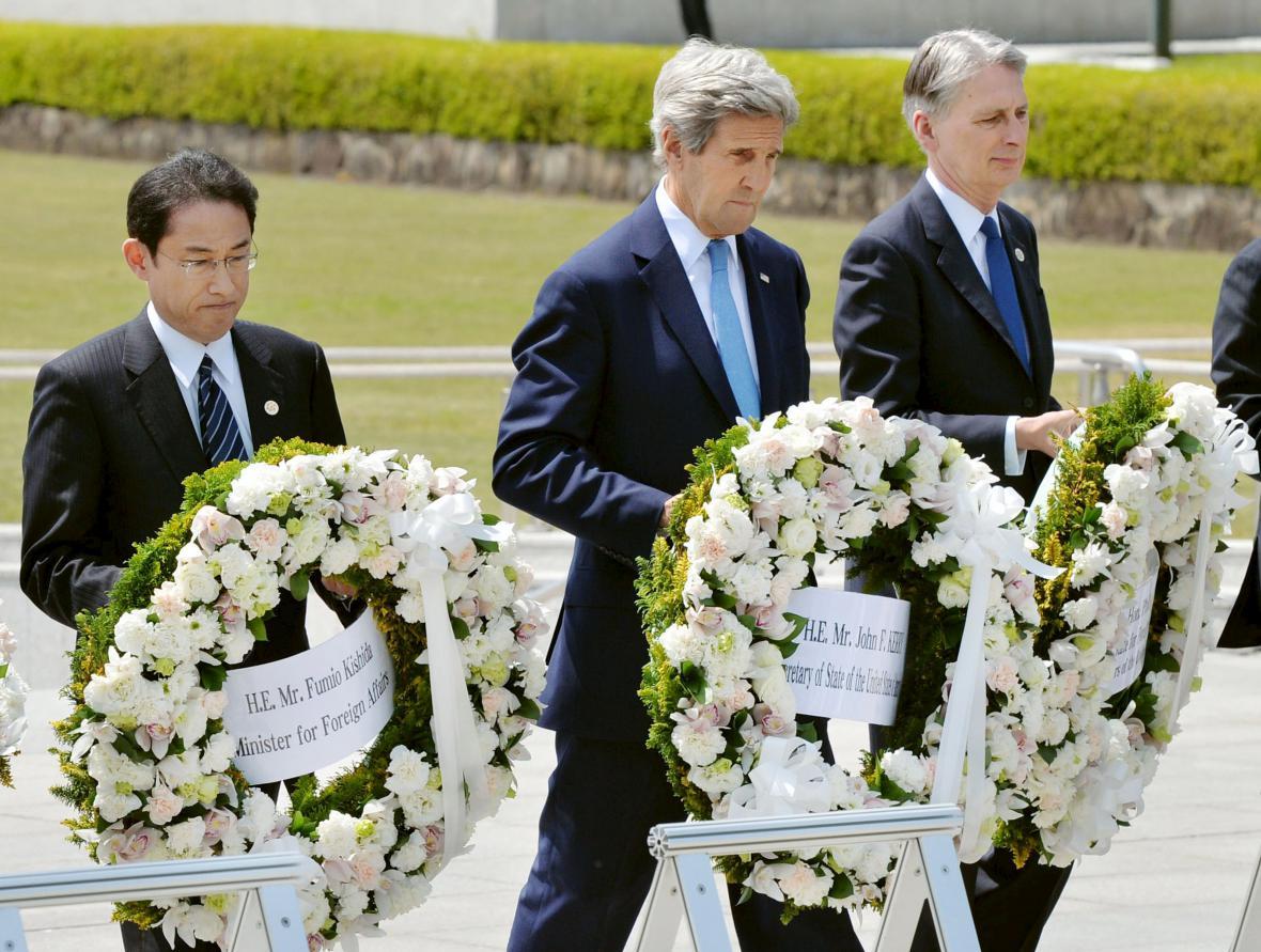 Kerry v hirošimském památníku