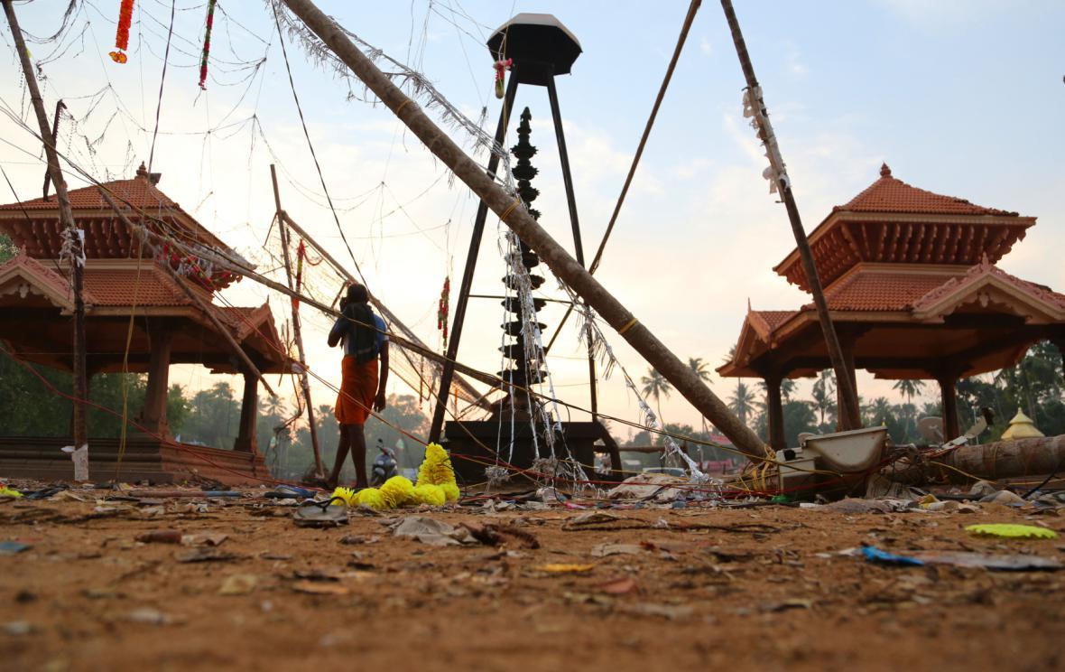 Následky požáru v indickém chrámu