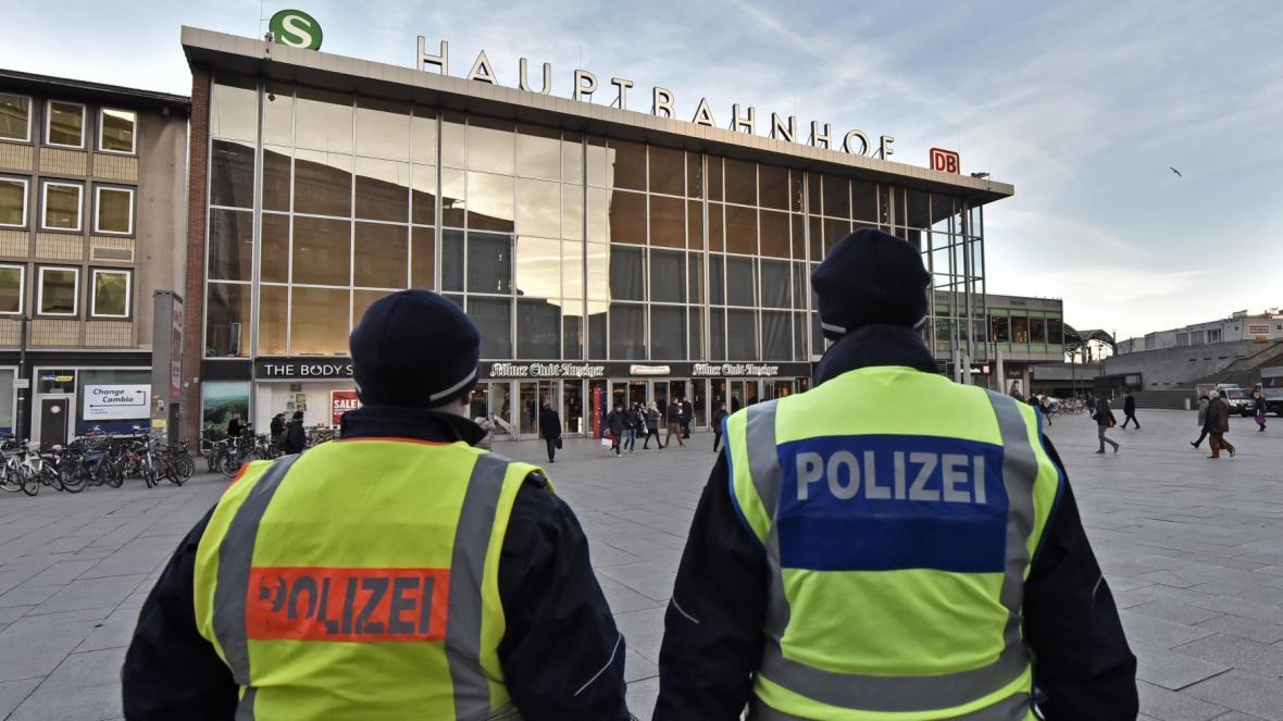 Policie v ulicích Kolína nad Rýnem