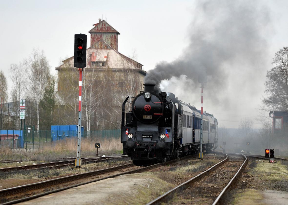 Vlak s historickými vozy