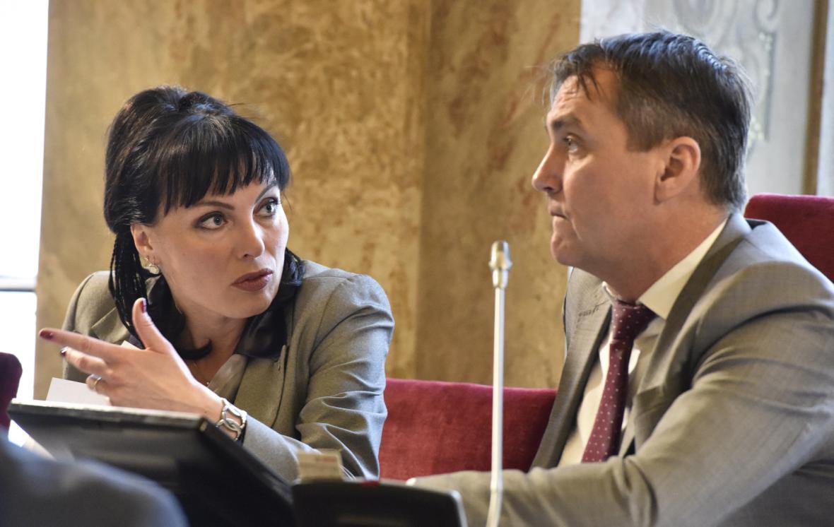 Klára Liptáková a Petr Vokřál na zasedání zastupitelstva města Brna