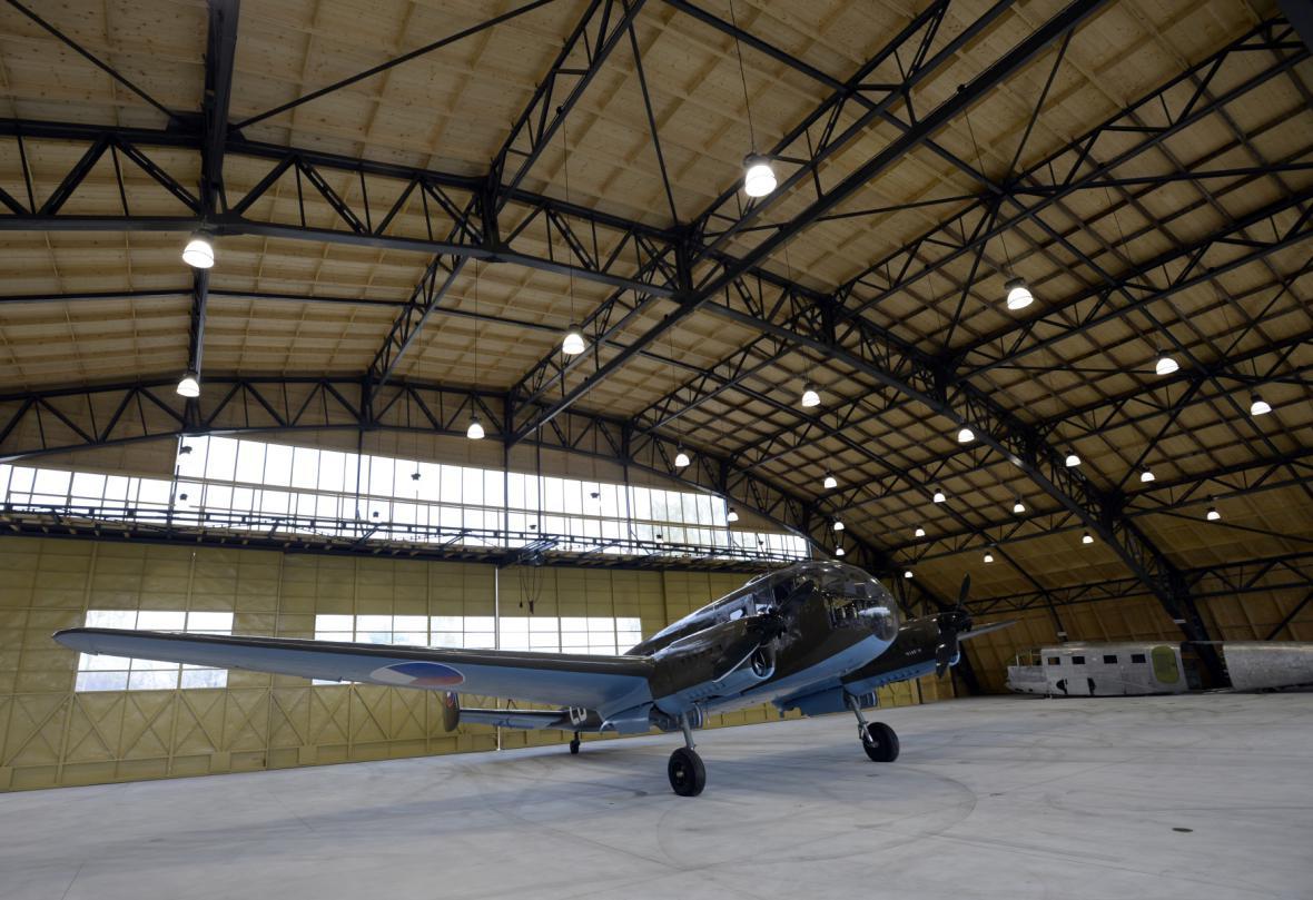 Letadlo Siebel C3A v jednom ze dvou zrekonstruovaných hangárů