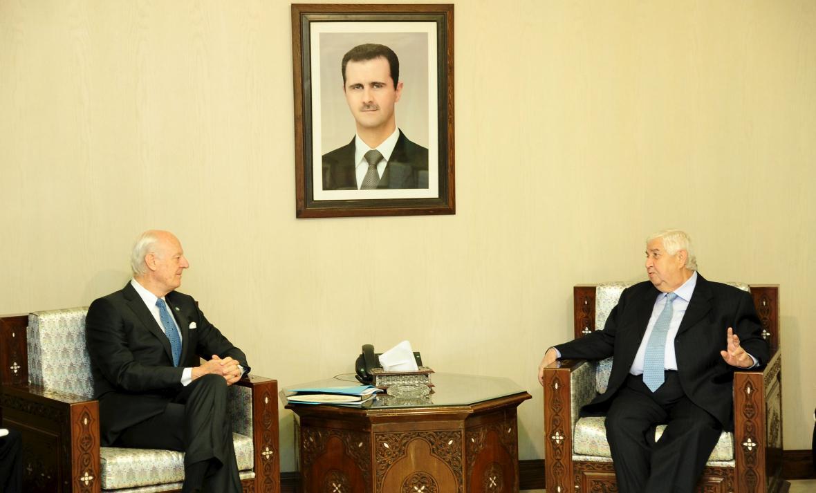 Zmocněnec OSN de Mistura se syrským ministrem zahraničí Mualímem