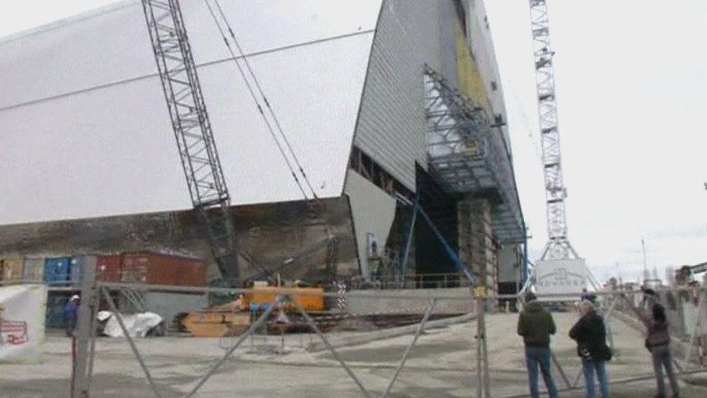Výstavba sarkofágu v Černobylu