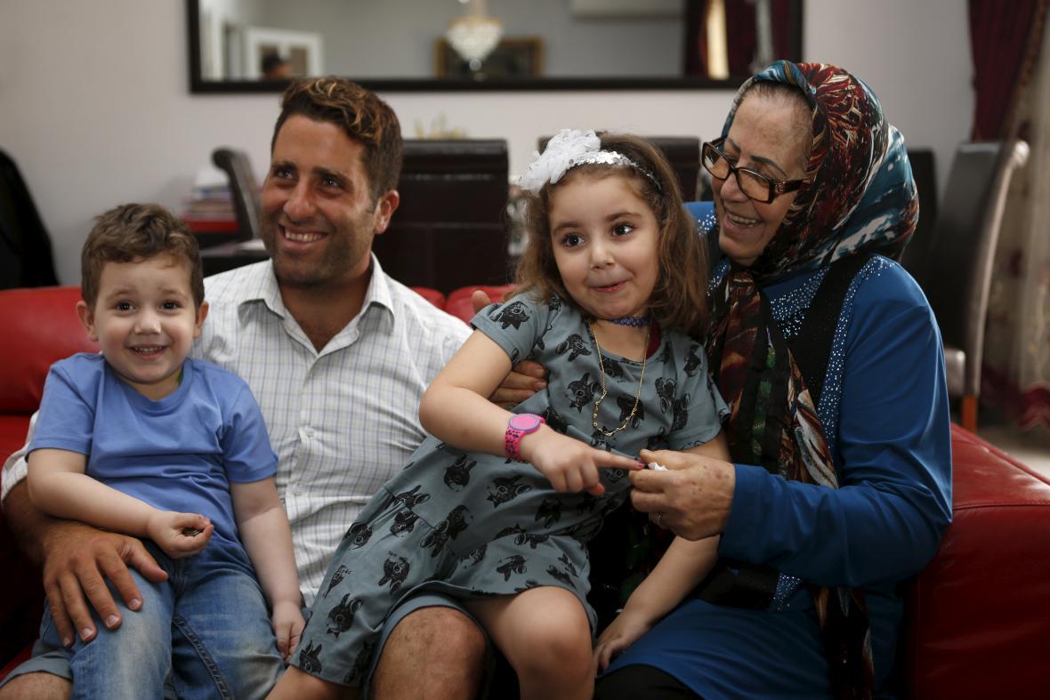 Amín a jeho matka s dětmi