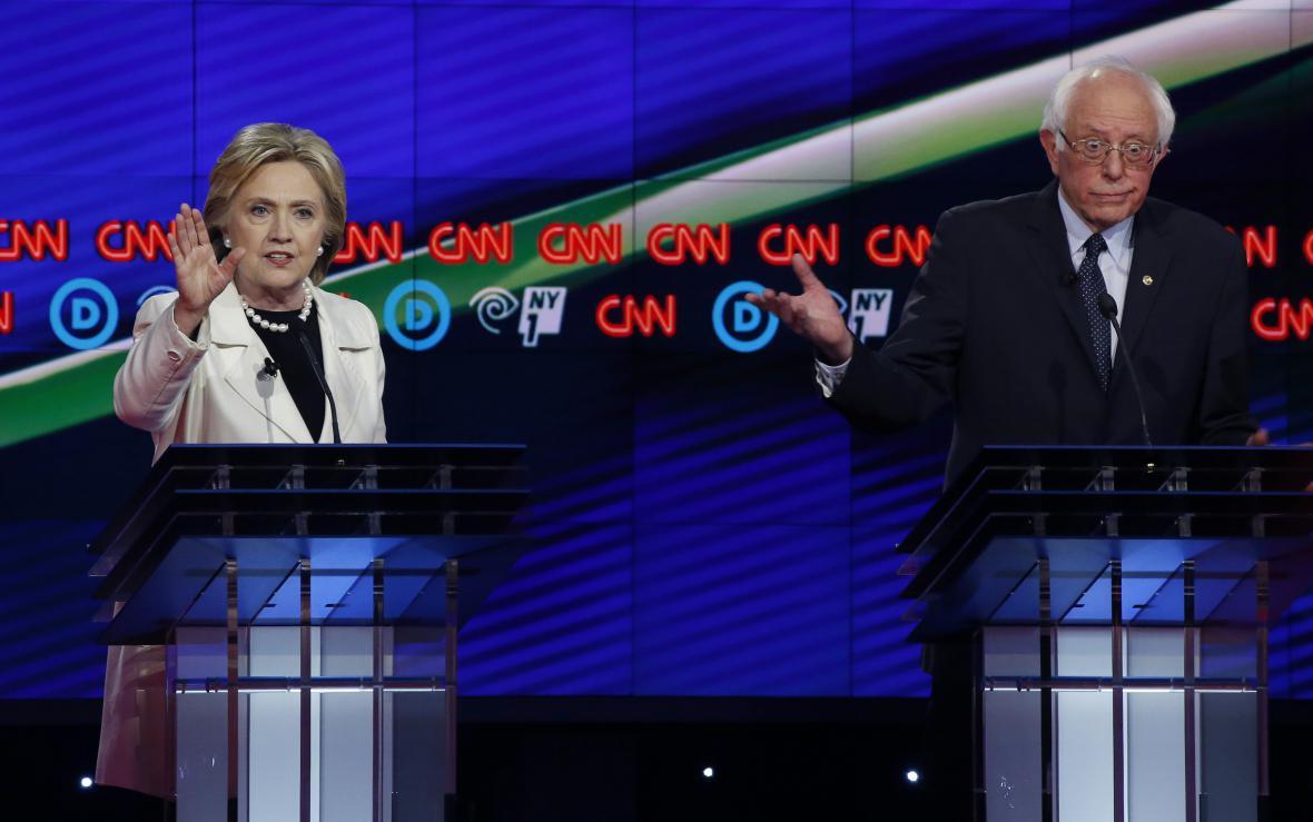 Clintonová a Sanders si v newyorské debatě CNN nic nedarovali