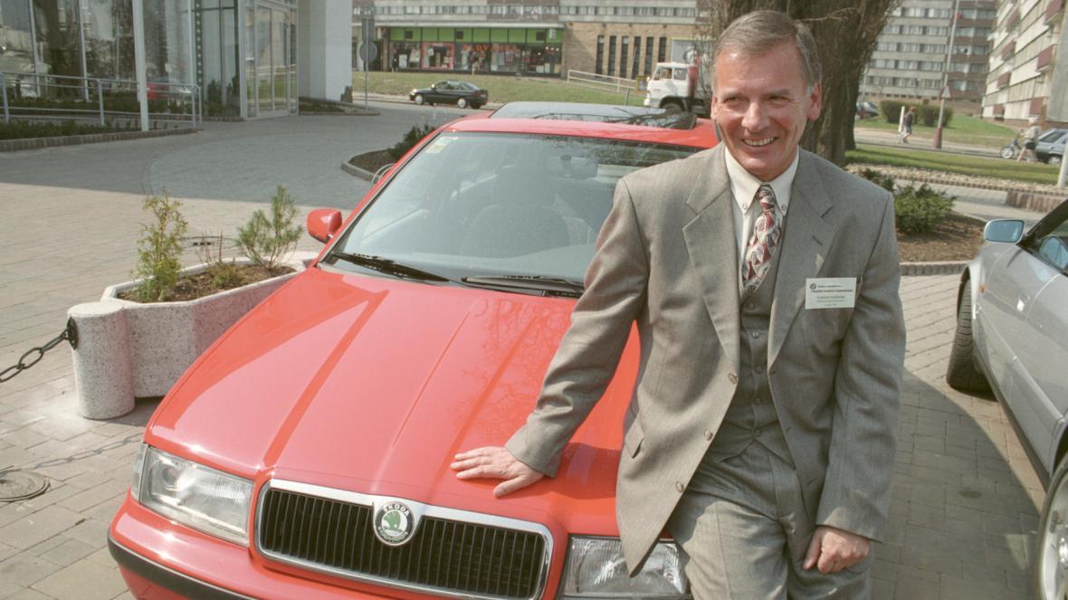 Vratislav Kulhánek v roce 1997 se Škodou Octavia