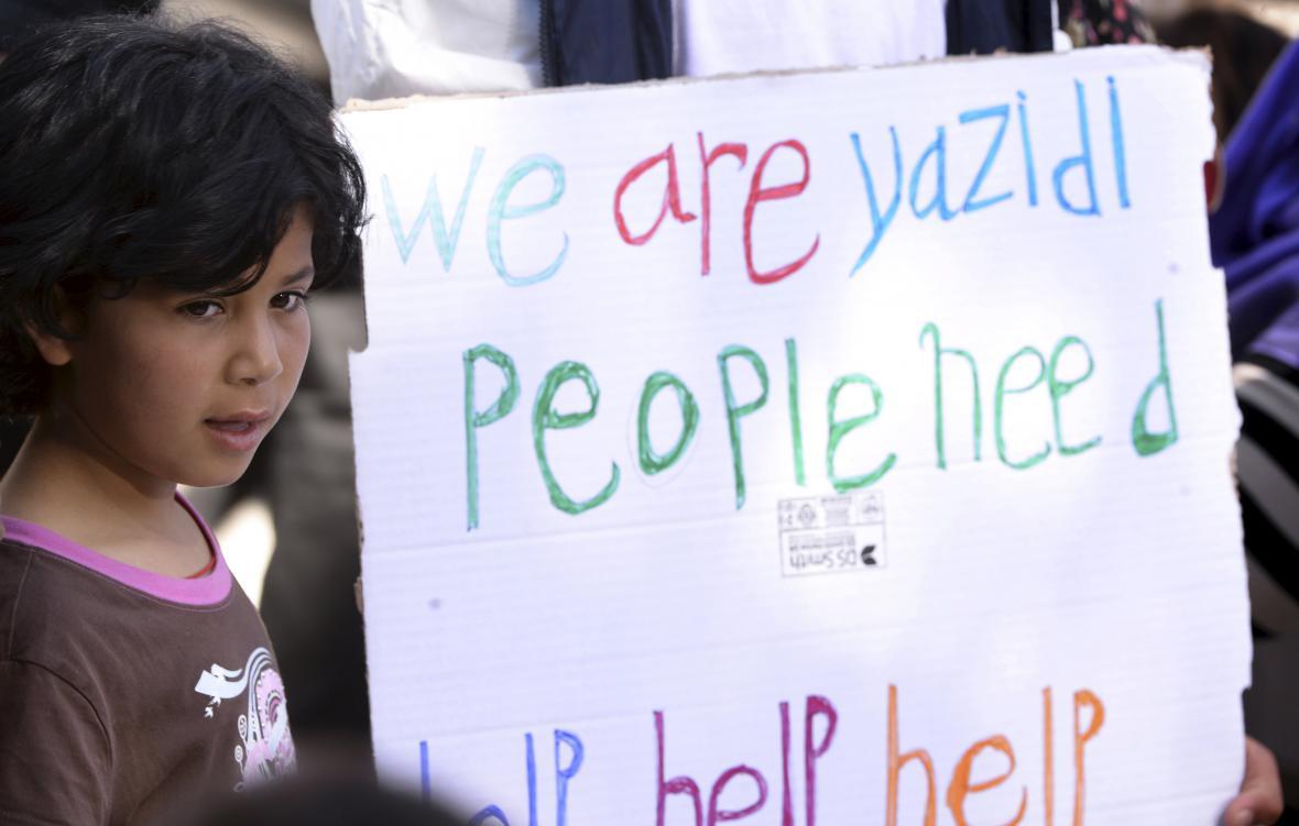 Uprchlíci vítají papeže Františka na Lesbu
