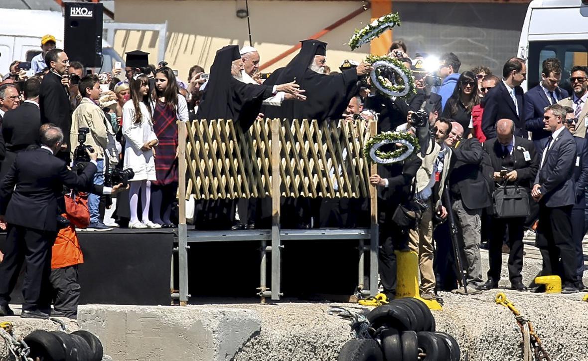 Papež František uctil památku utonulých běženců