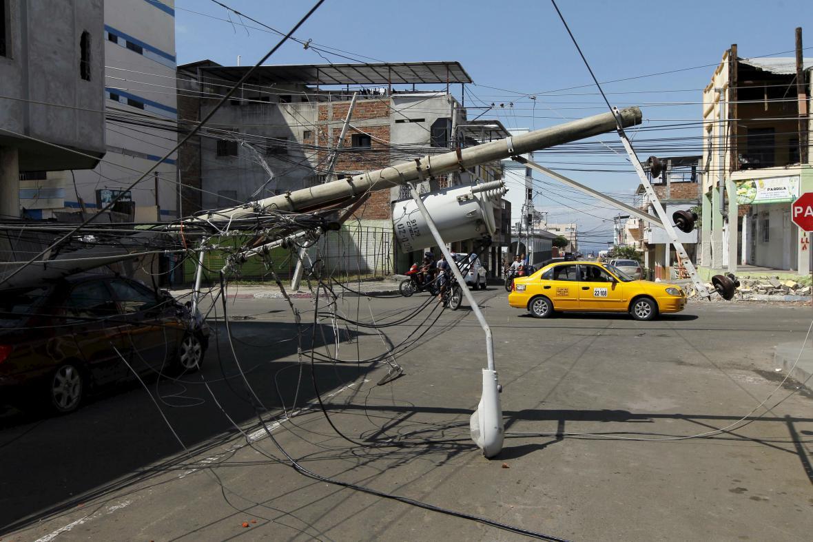 Ulice města Manta v Ekvádoru po zemětřesení