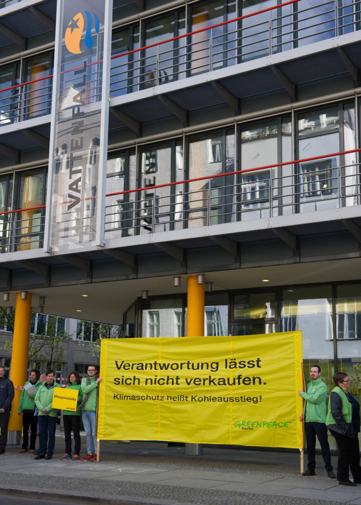Protest ekologů proti prodeji německých dolů Vattenfall