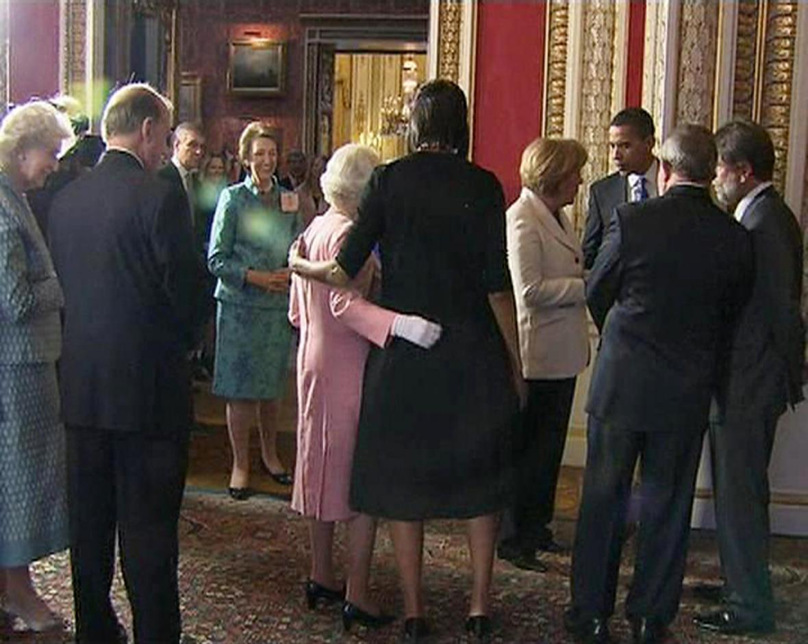 Michelle Obamová s Alžbětou II.