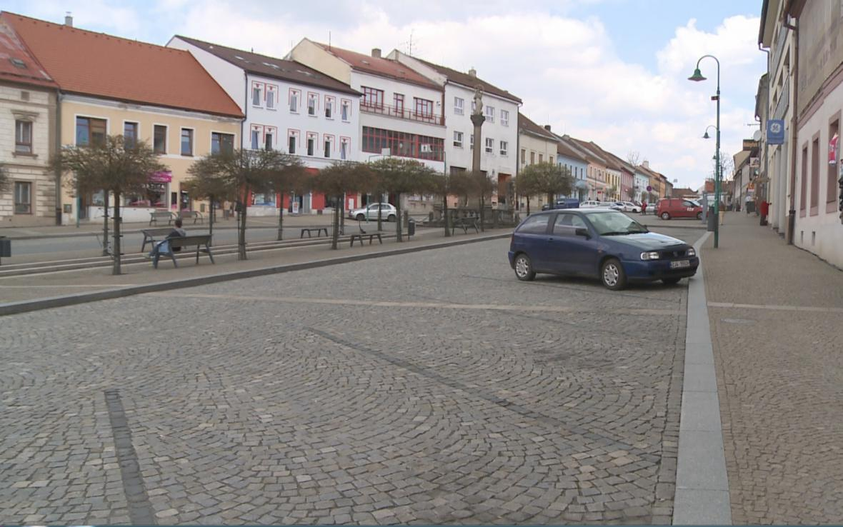 Auta z náměstí v Bystřici nad Pernštejnem zmizela