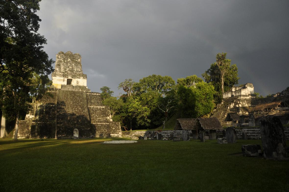 Město Tikal - někdejší centrum mayské kultury
