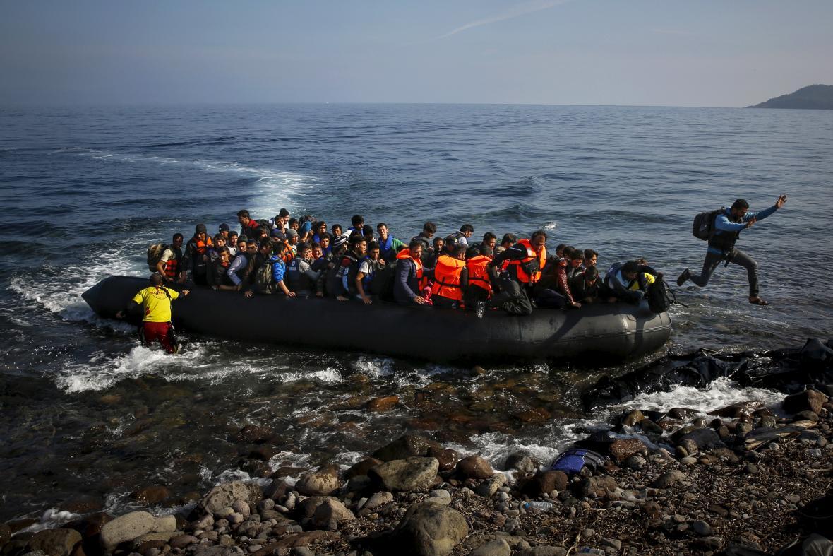 Uprchlíci připlouvají na řecké ostrovy