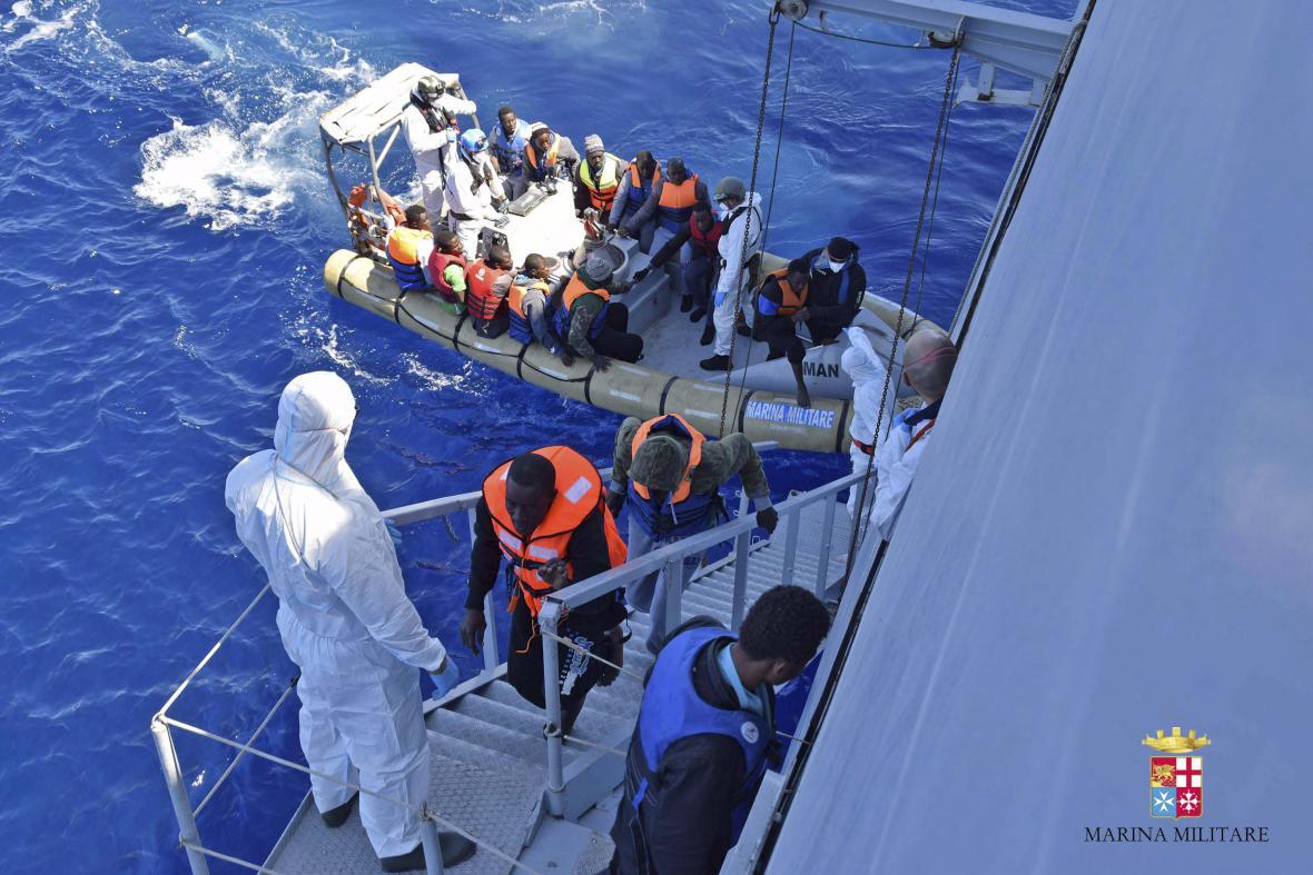 Záchrana uprchlíků ve Středozemním moři
