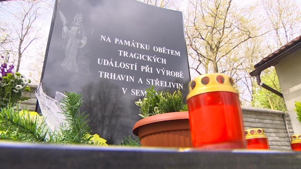Památník všem obětem továrny v Semtíně