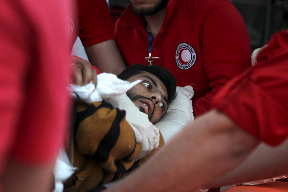Evakuace zraněných ze syrských měst