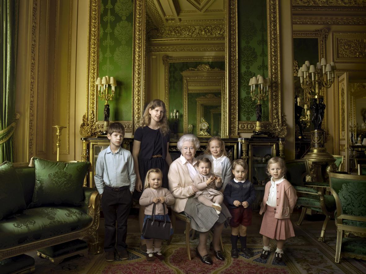 Alžběta s vnoučaty a pravnoučaty