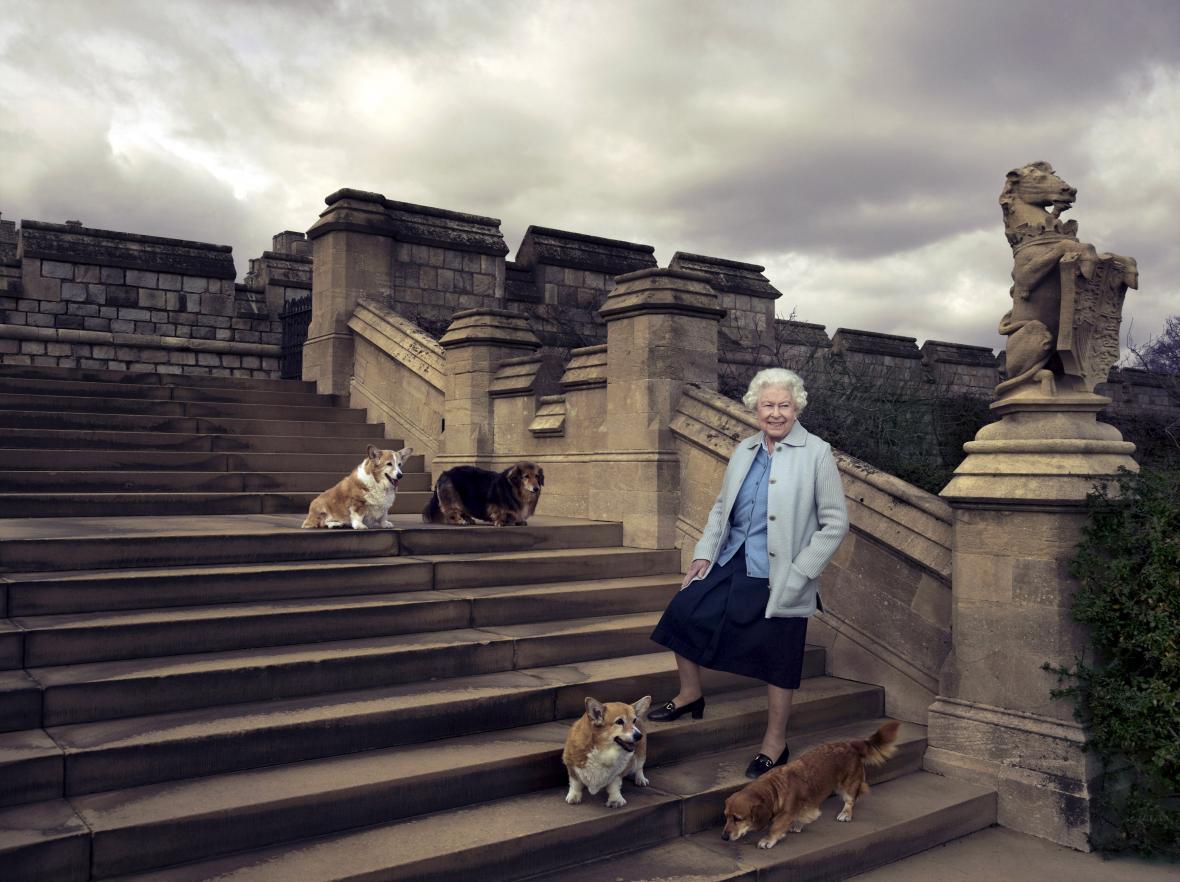 Snímek Alžběty II. pořízený u příležitosti jejích devadesátin