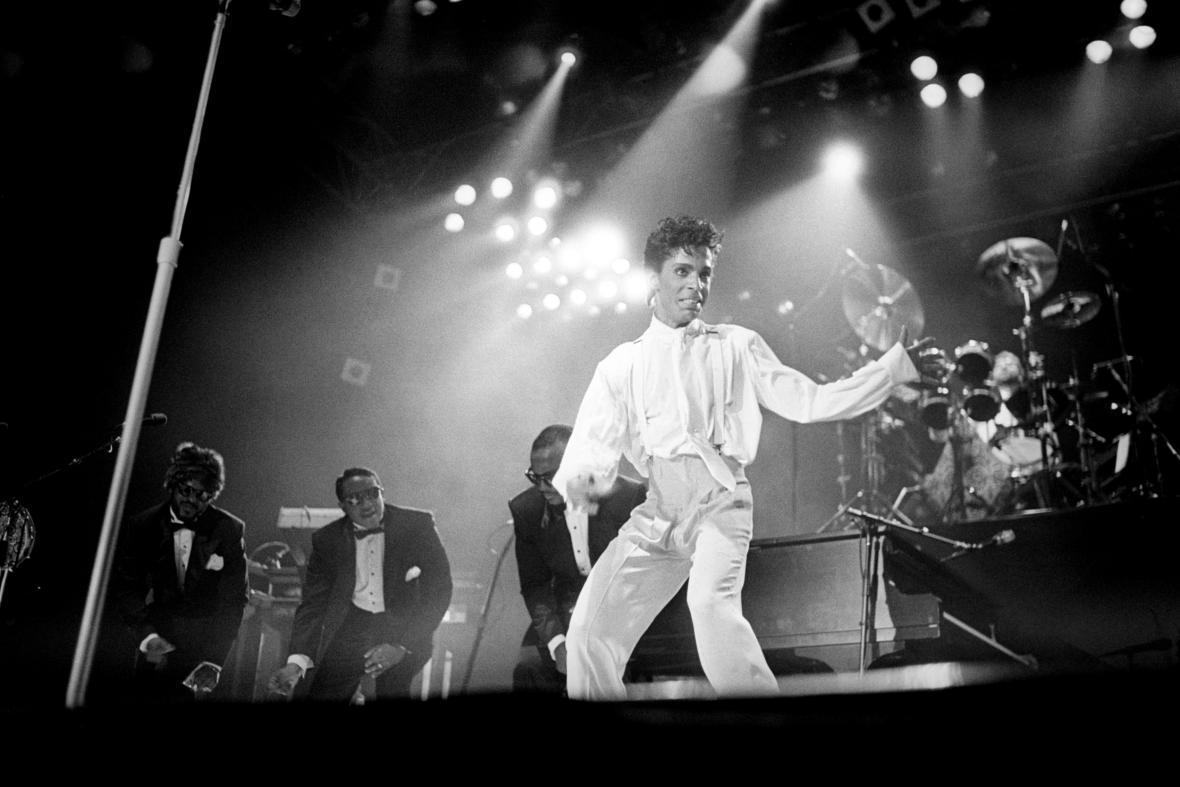 Prince na pódiu v roce 1986