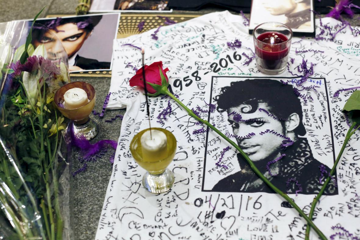 Lidé uctili památku zesnulého Prince v Harlemu