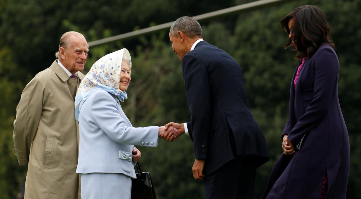 Obama dorazil na oběd s Alžbětou II.
